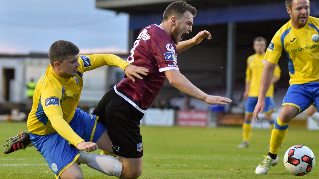 19/5/2017 Galway United v Finn Harps. Danny Morrisey (Finn Harps), David Cawley (Galway United). Photo: Sean Ryan | sportsphoto.ie