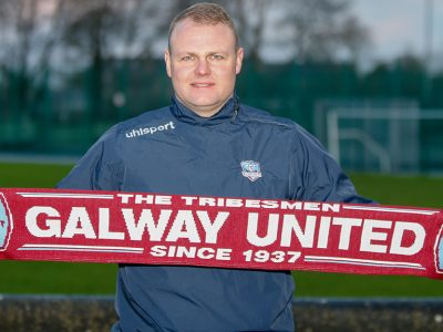 Robbie Williams signs for Galway United